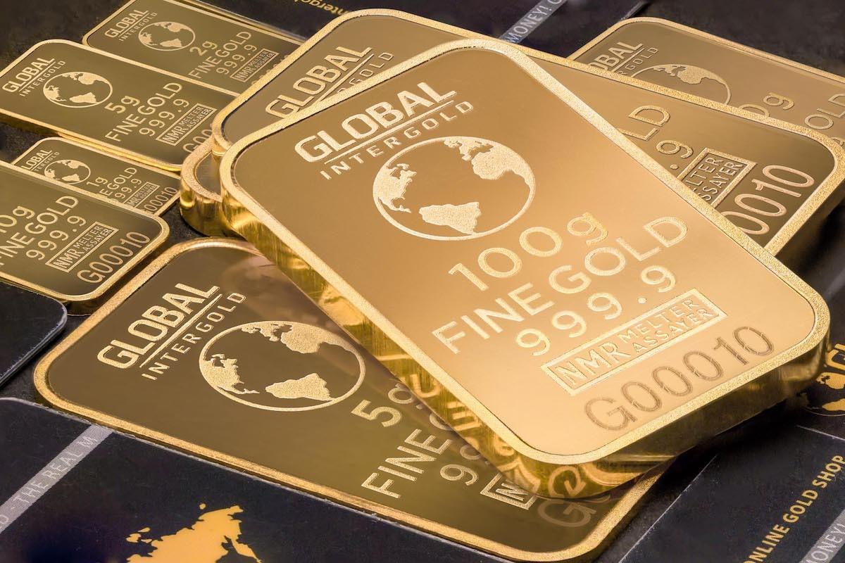 投資黃金要留意機會成本是利率,當美元利率調降,往往會讓避險資金往黃金流動,造成金價上漲