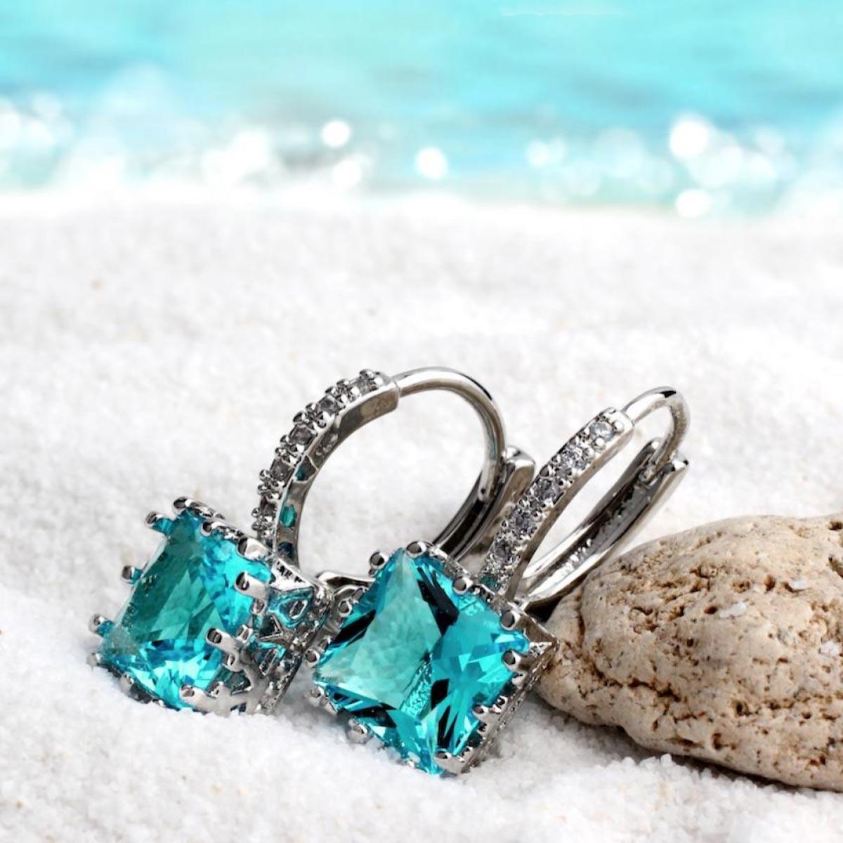 3月誕生石藍寶石原意為「海水」,航海家隨身攜帶祈求順利