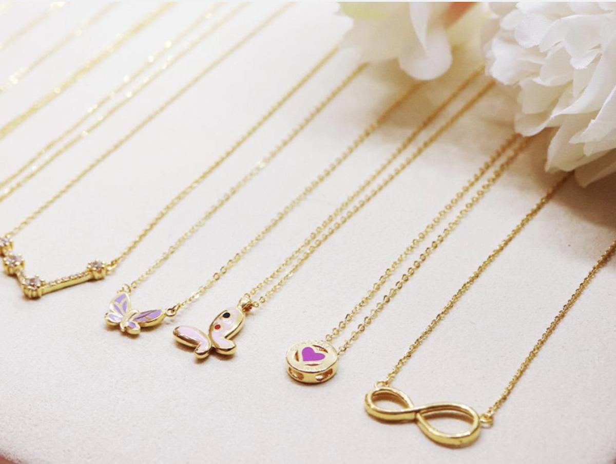 實體黃金如黃金幣、黃金條、黃金塊、黃金戒指、黃金項鍊等,可直接於珠寶店、銀樓或線上購買