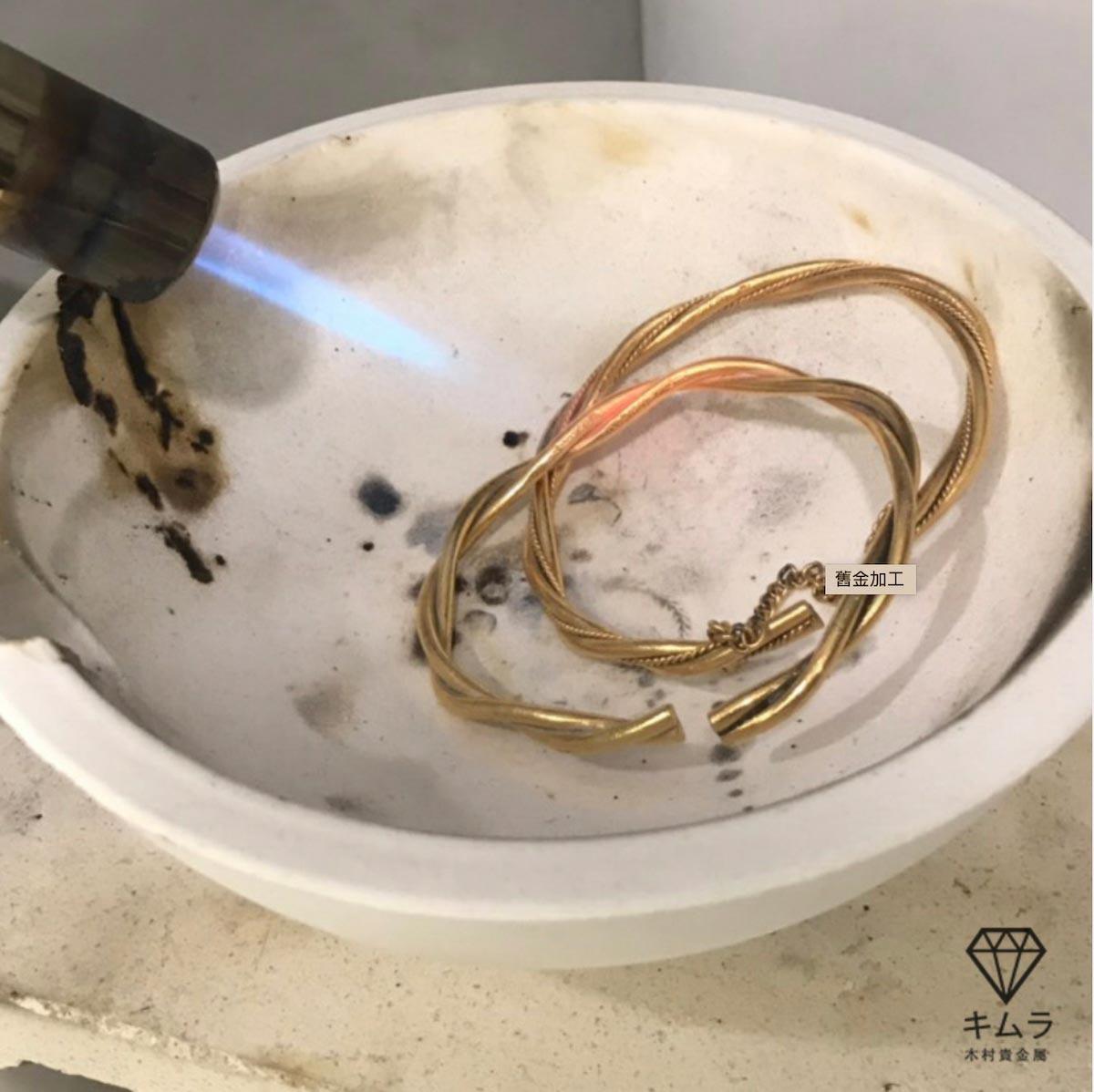 有些媽媽會把舊的金飾套組重新熔金,加工製成符合現在流行款