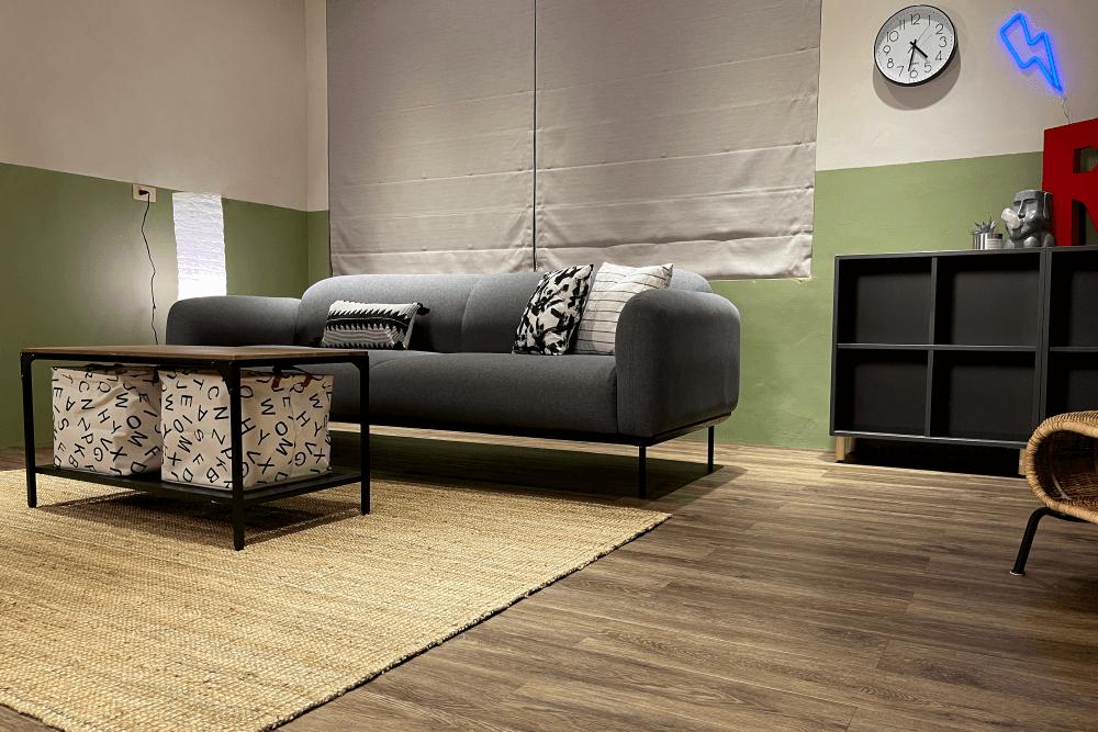 地板材質:免膠地板