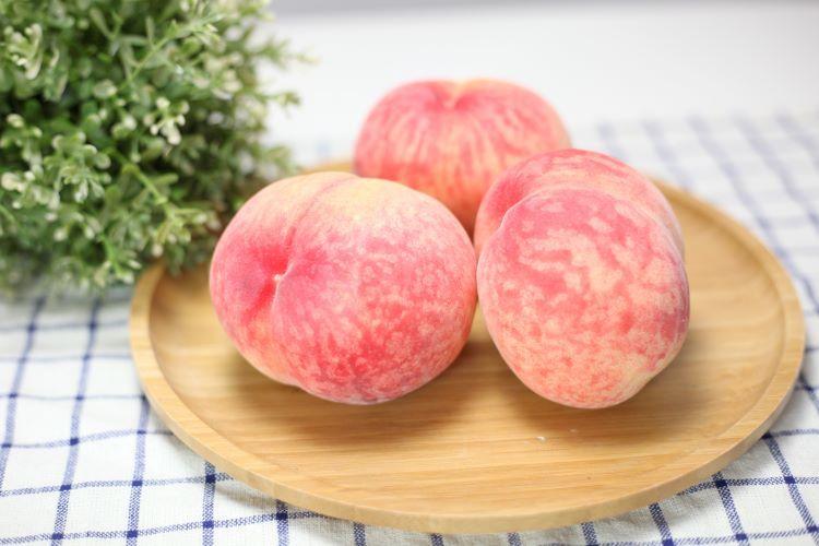 日本山梨縣水蜜桃粉嫩白皙的外表超可愛