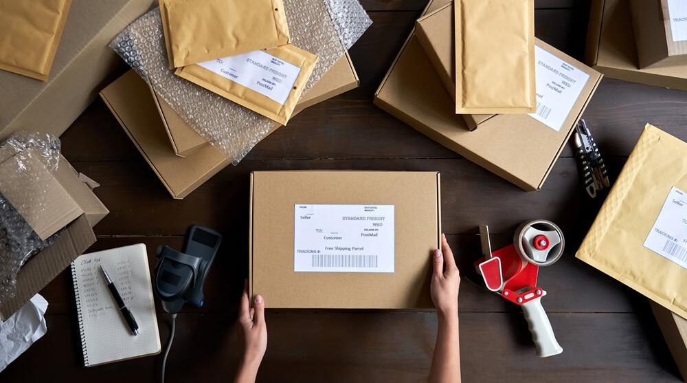 網購包裝袋堆積如山,使用循環包裝袋更環保