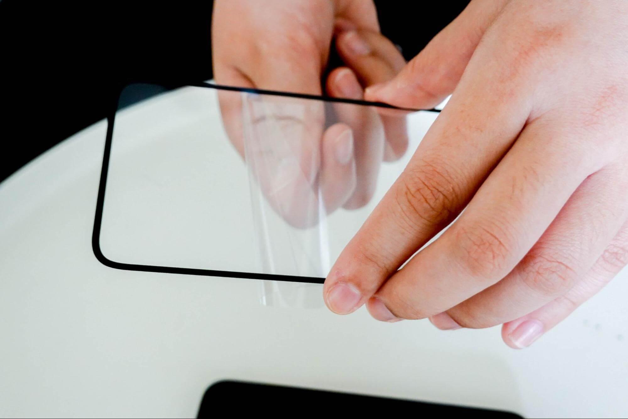 貼膜教學1:撕除下層保護膜並對準