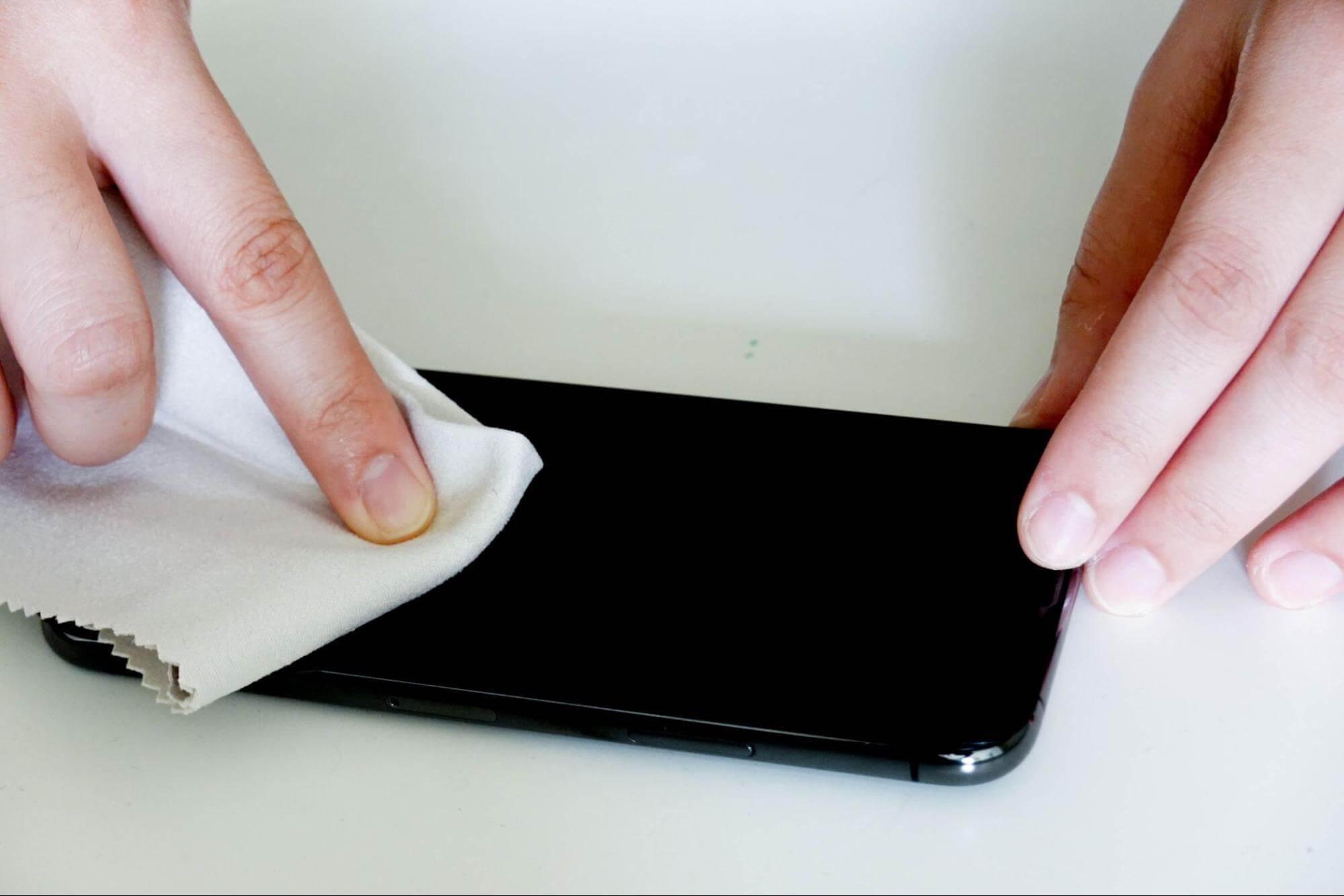 貼膜教學3:移除氣泡並檢查是否貼好