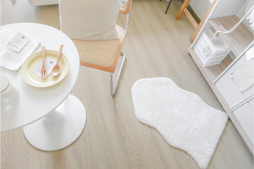 淺色木紋地板給人明亮的感覺