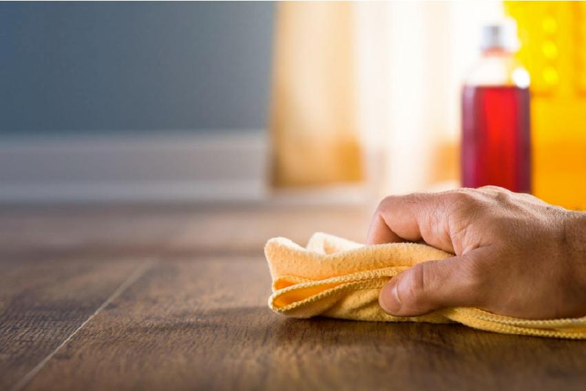 木地板保養:定期打蠟
