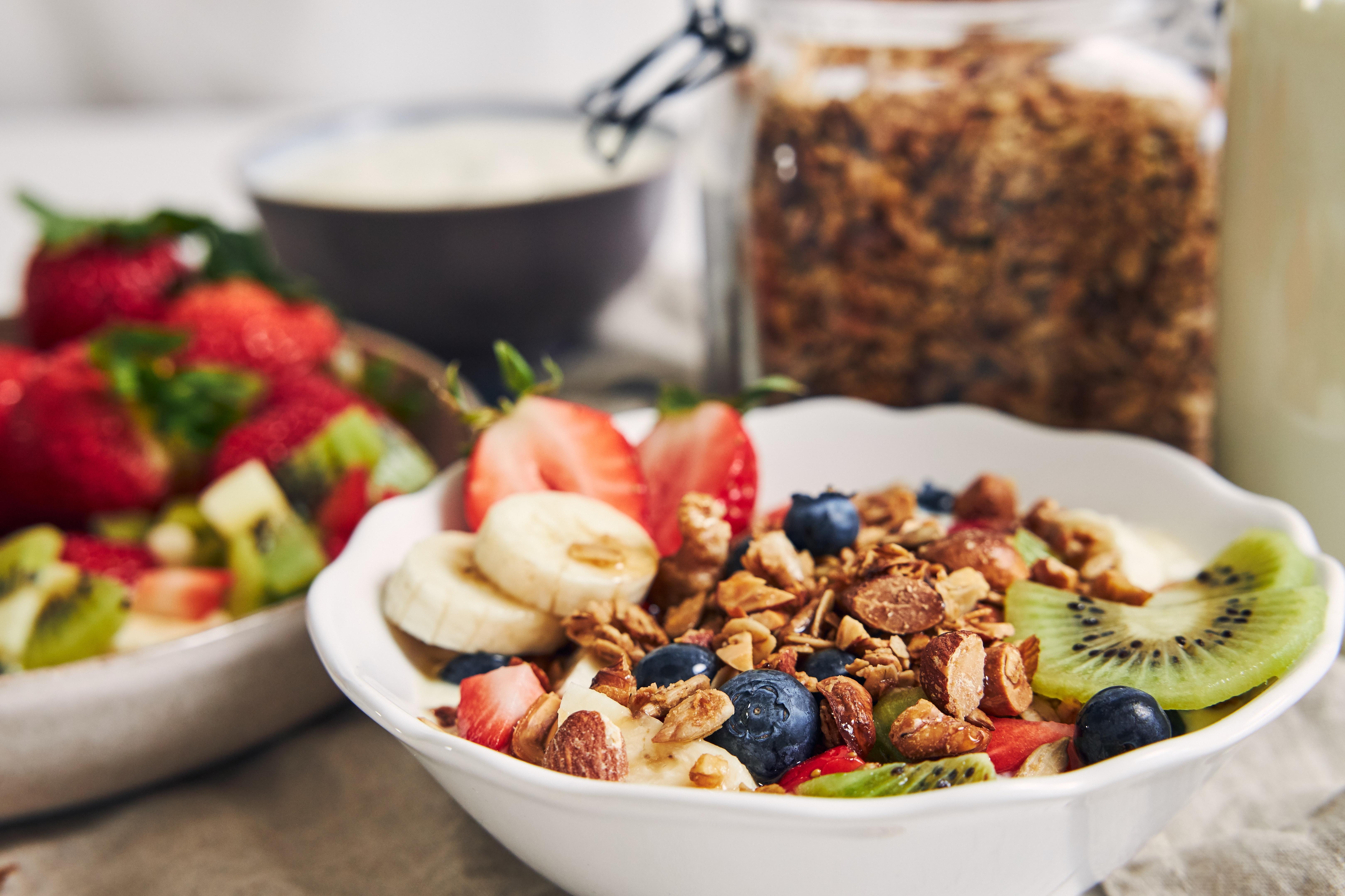 桌上早餐一碗燕麥片
