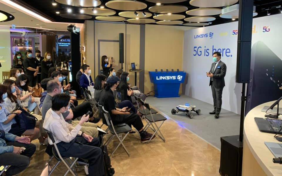 展示5G網絡實時遙距控制方案以及AgileX Scout Mini 機器人底盤(無人車)及Unitree A1 多足機械人。